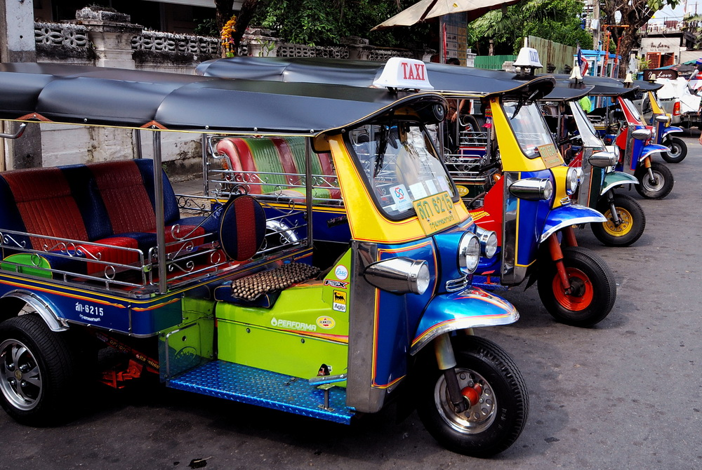 WANDERLUST PRO TIP #3: HOW TO NOT GET SCAMMED BY RICKSHAW AND TUK TUK DRIVERS LIKE I DID! -Vietnam and Thailand - All Travels Lead to the Dance Floor